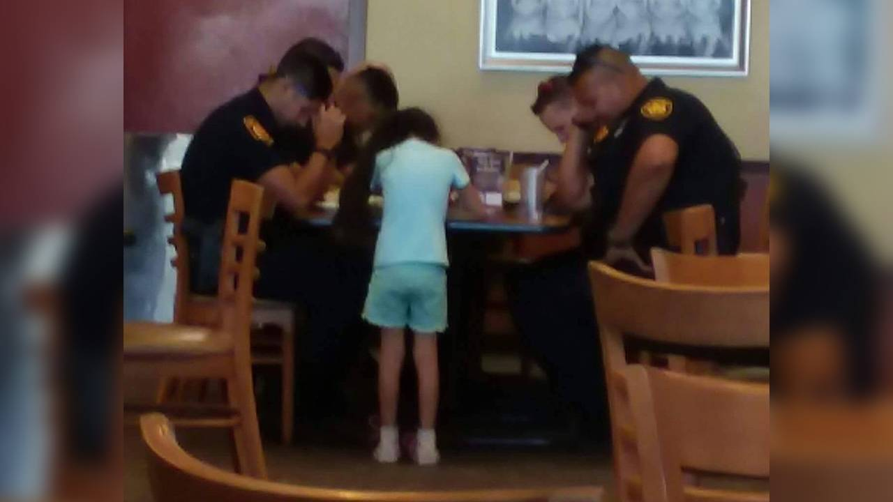 paige-praying-with-sapd-officers_1499883778342.jpg