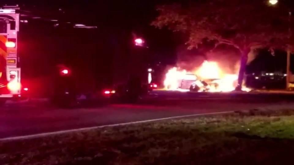 Burning car in Davie
