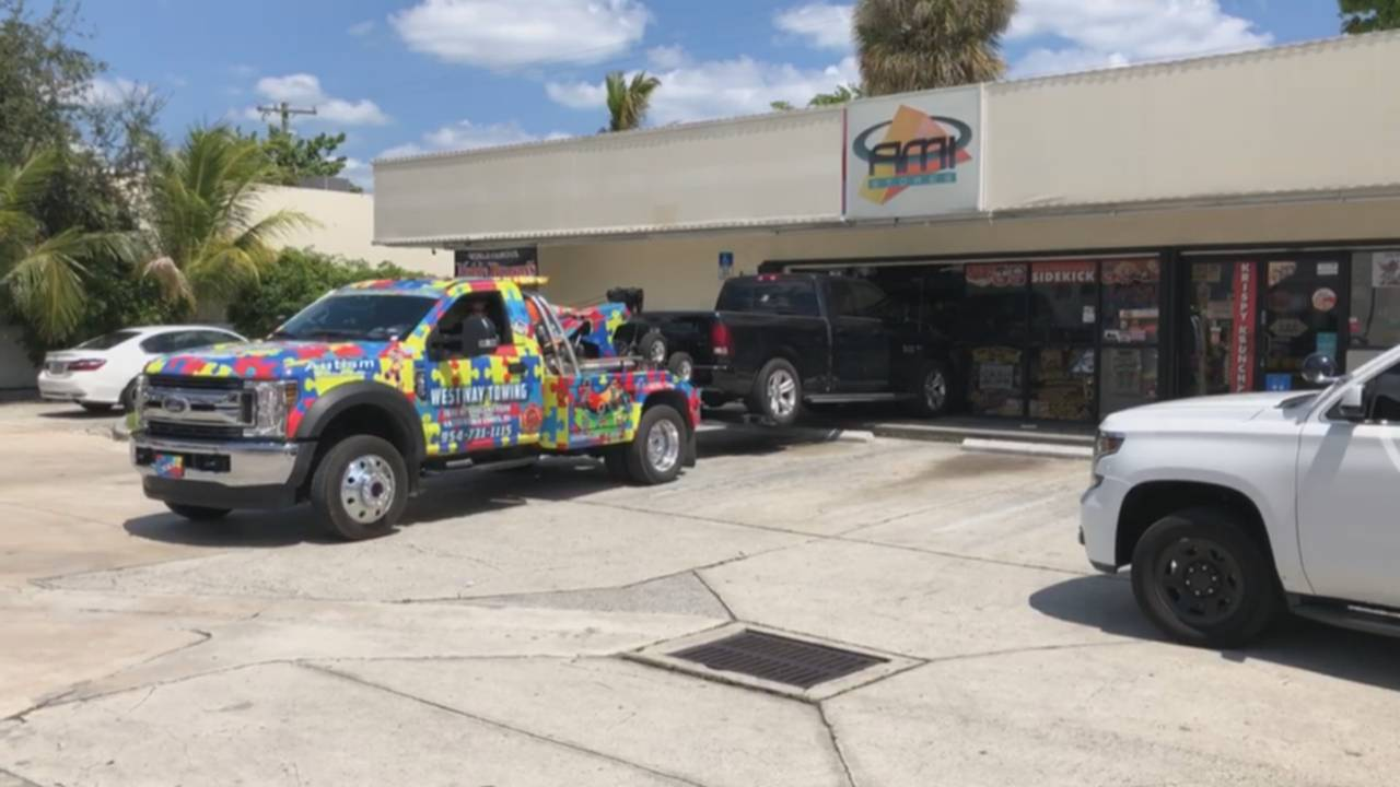 Tow truck removes pickup truck from store in Fort Lauderdale