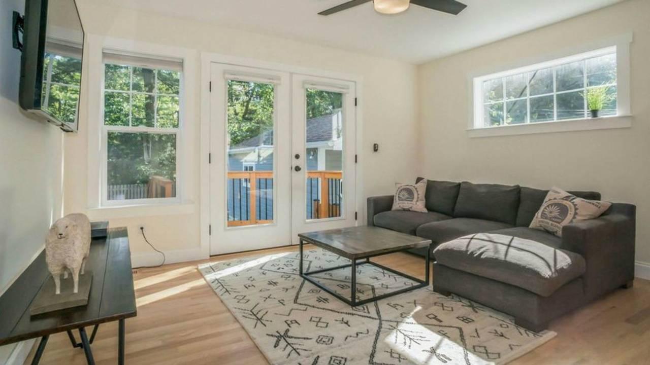 1801 Charlton St living room