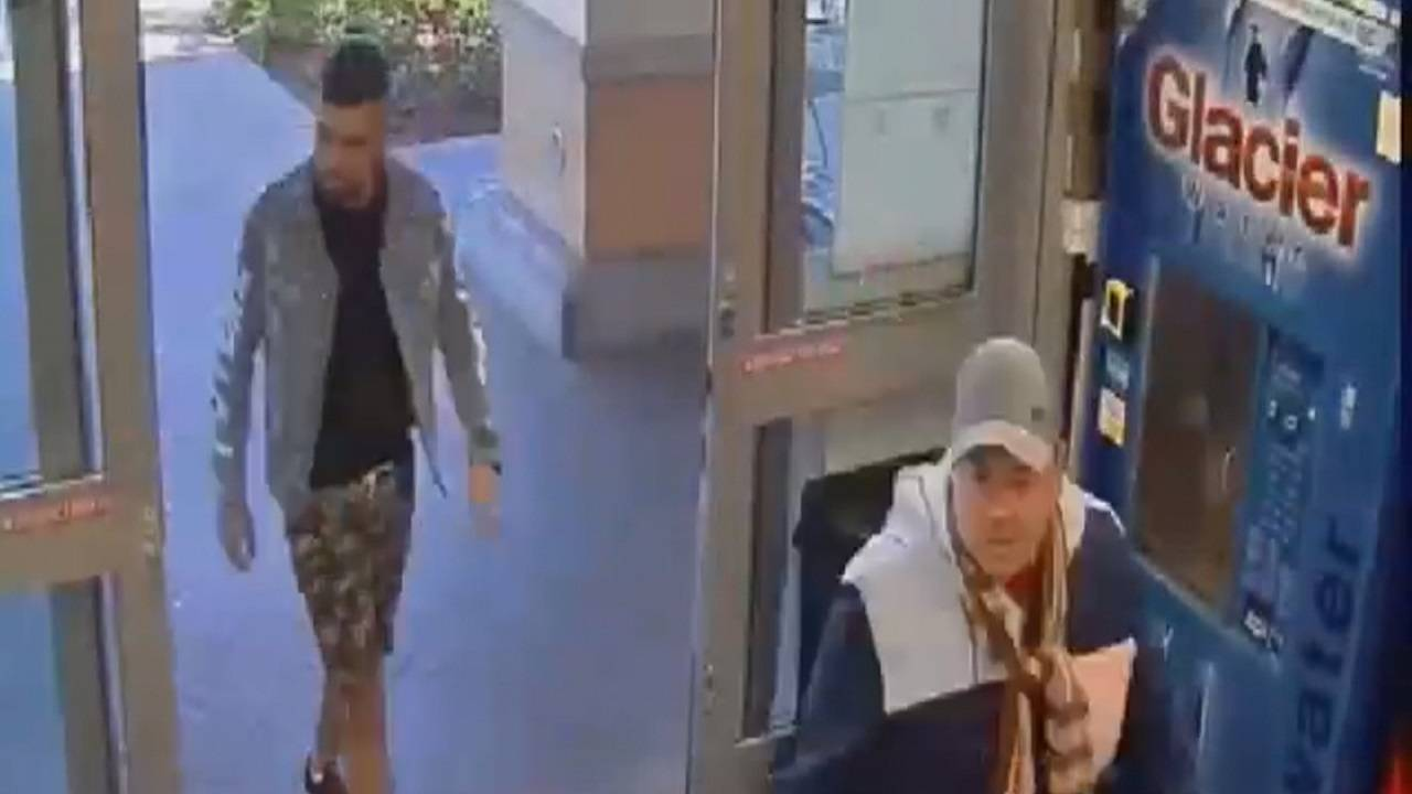 Wallet thieves entering publix in weston
