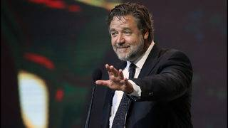 Russell Crowe bought a dinosaur head from Leonardo DiCaprio