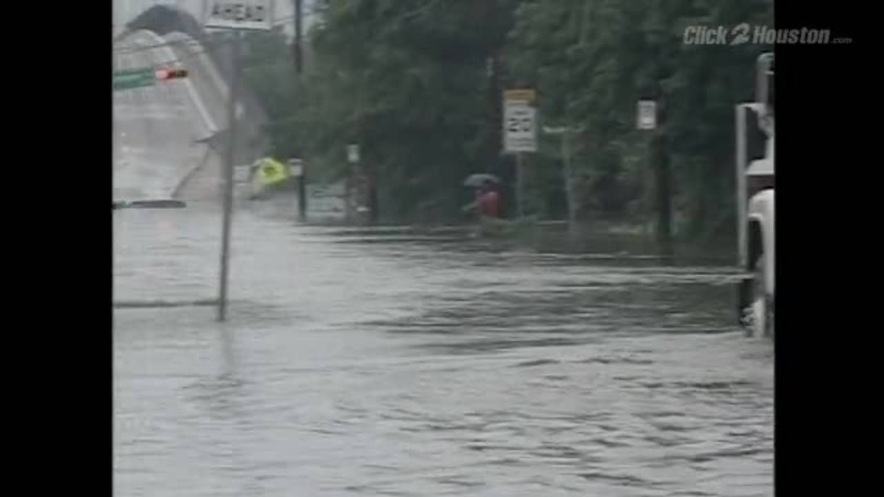 vehicles flooded during tropical storm allison20170605163800.jpg