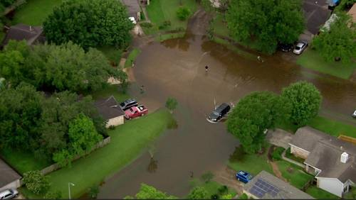 Residents in Settlers Park deal with flooding from Tuesday's rain