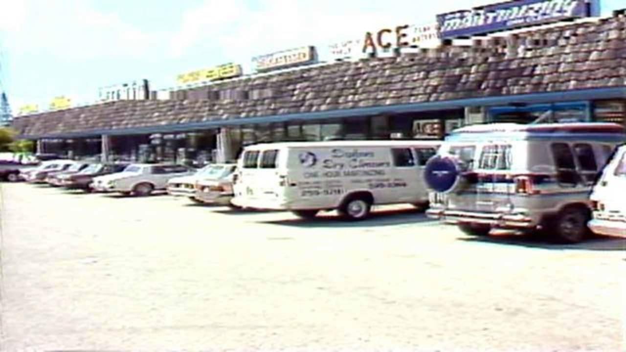 Dixie Belle shopping center circa 1986 near where FBI shootout took place