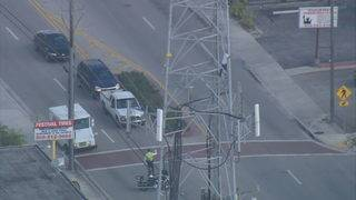 Man faces charges after climbing cellphone tower in Hialeah