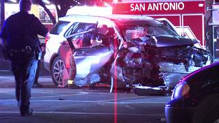 2 hospitalized after SUV crashes into light pole on NW Side
