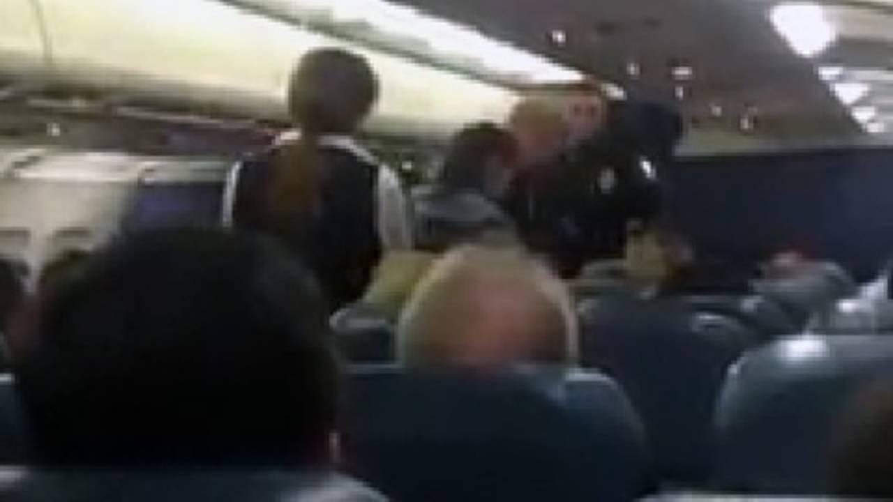 Passenger Fine escored off plane_27835634
