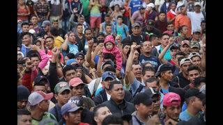 Photos: Thousands of Honduran migrants head toward U.S. in caravan