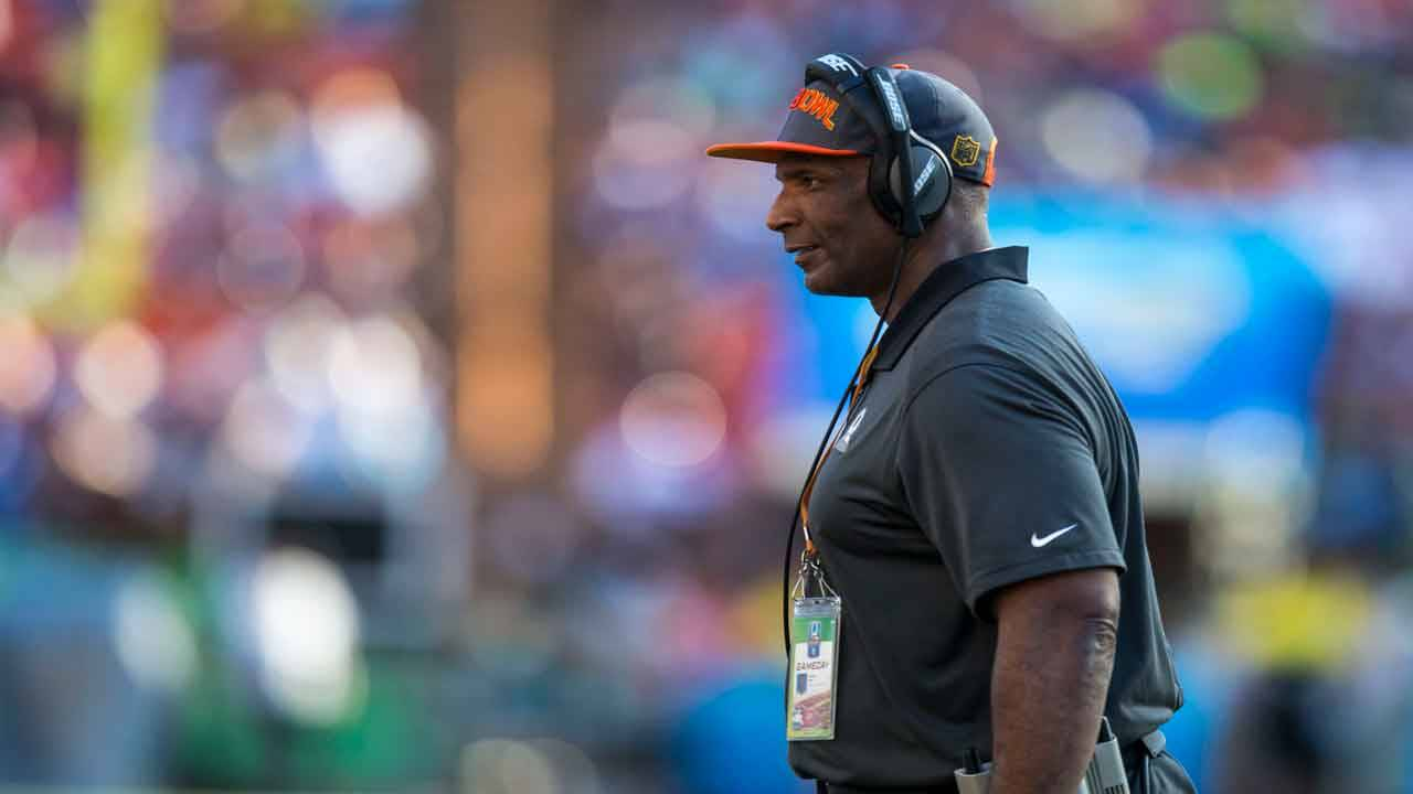 Green Bay Packers assistant coach Winston Moss on sideline in 2016 Pro Bowl