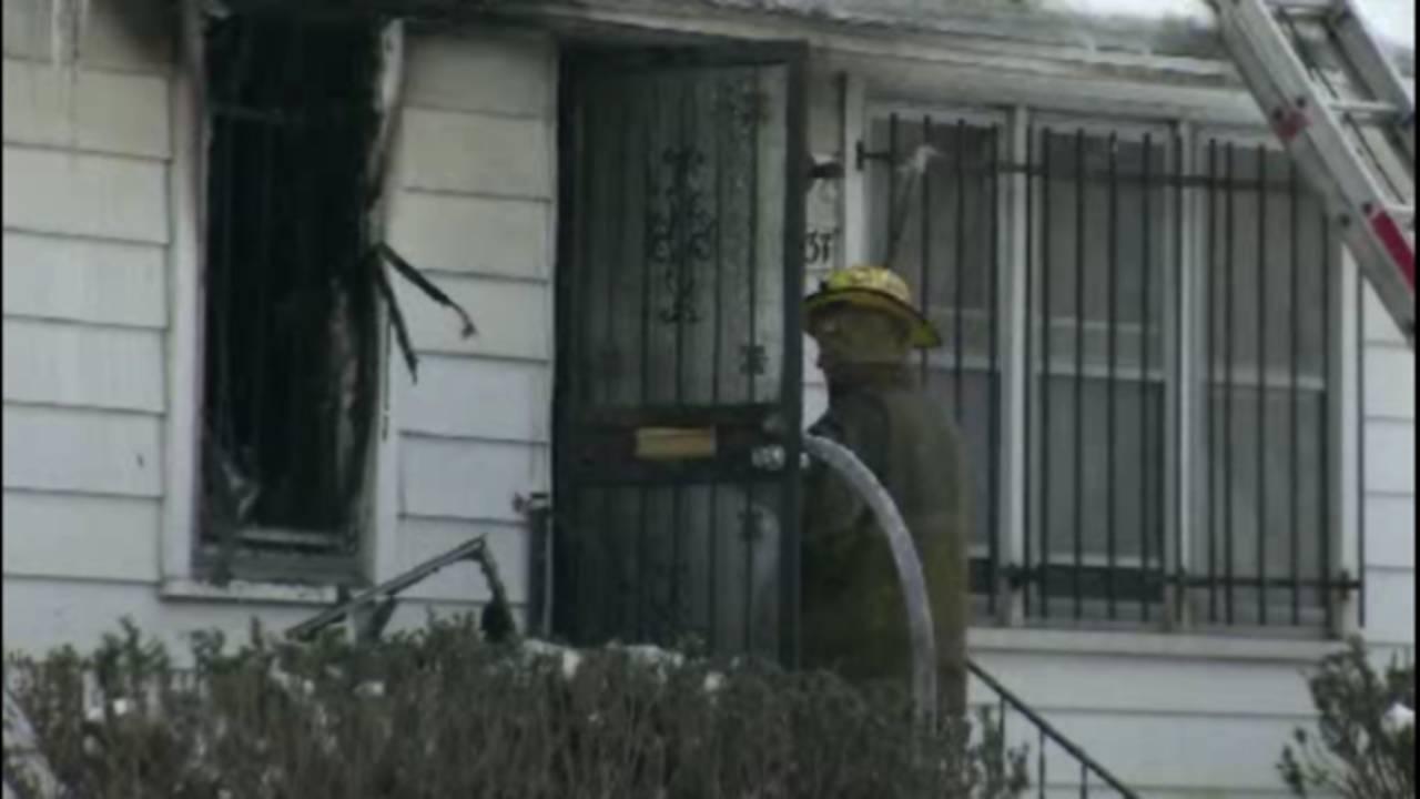 Deadly fire bentler street Detroit_24395942