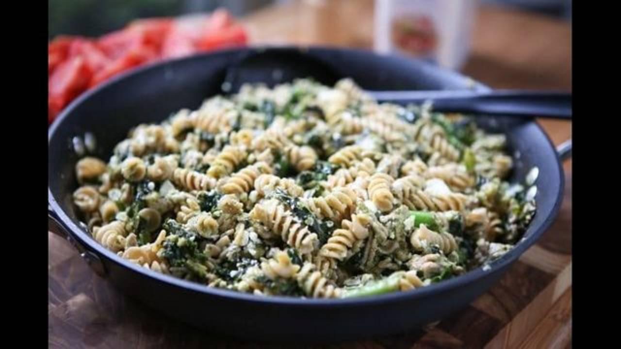 Pesto-Pasta-Turkey-Kale-image-2-640x427_1543604997627.jpg