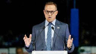 Steve Yzerman steps down as GM in Tampa Bay, won't commit to future plans