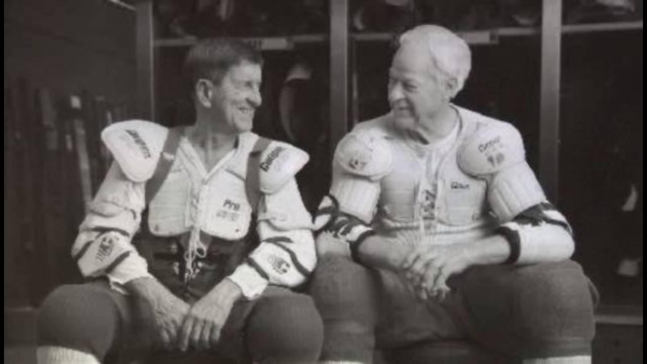 Ted lindsay with Gordie Howe_29414308