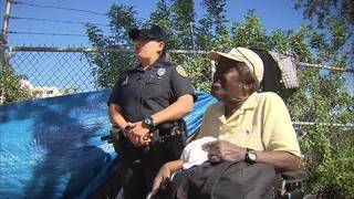 Officer helps out homeless wheelchair user in Miami