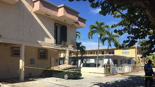 4 people hurt when balcony collapses onto car in Miami Beach