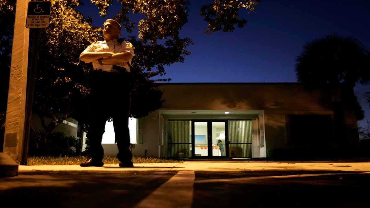 Deputy stands guard outside medical examiner's office where body of Anna Nicole Smith taken, Feb. 8, 2007