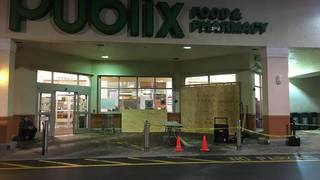 2 killed after car crashes into Publix in Delray Beach