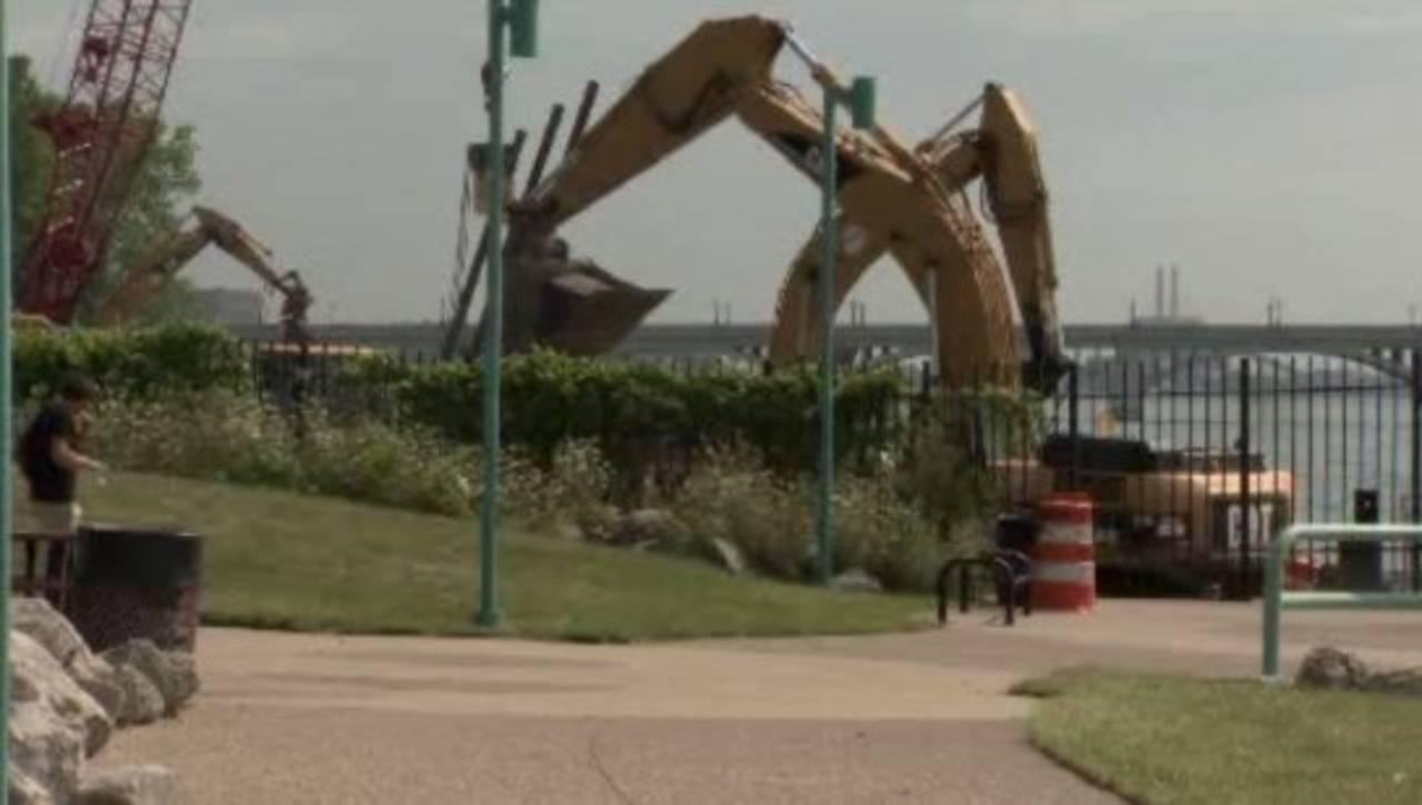 Detroit east riverfront construction_15647114