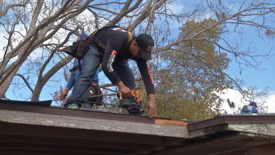 worker on roof_1519844753427.jpg.jpg