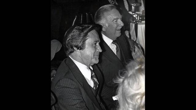 Bill Grove with Walter Cronkite_28020810