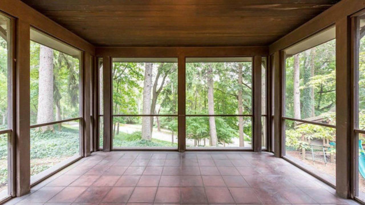 2204 Lafayette Rd screened porch