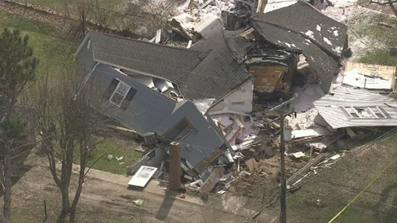 Semi truck crashes into house Macomb Township 6