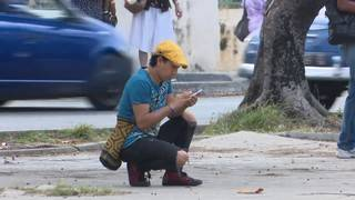 Cuban government pledges to expand mobile access to internet