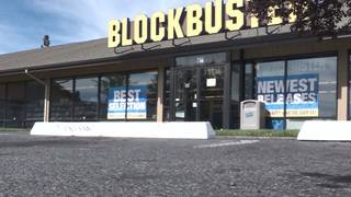 Crowds flock to last Blockbuster in country