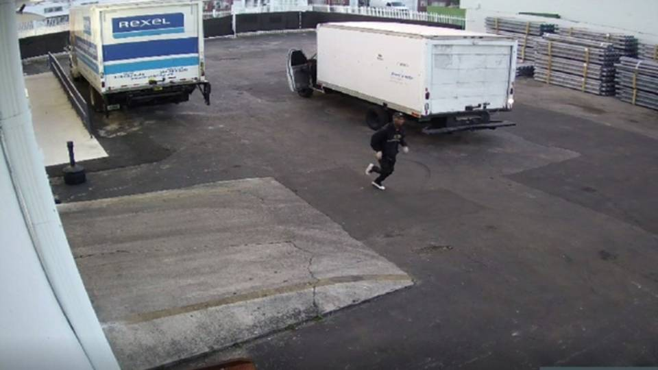 Thief running after Miami burglary