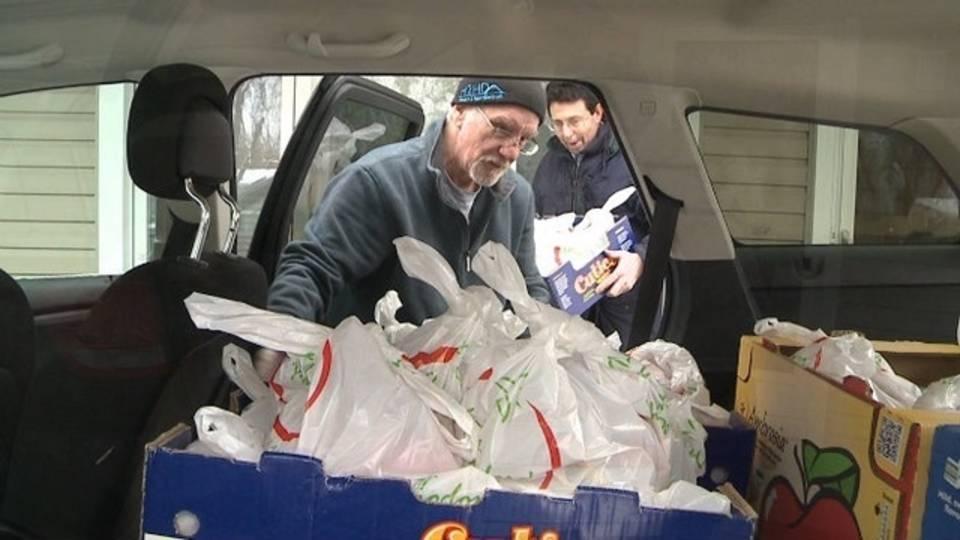 Heart 2 Hart Detroit giving food_24204822