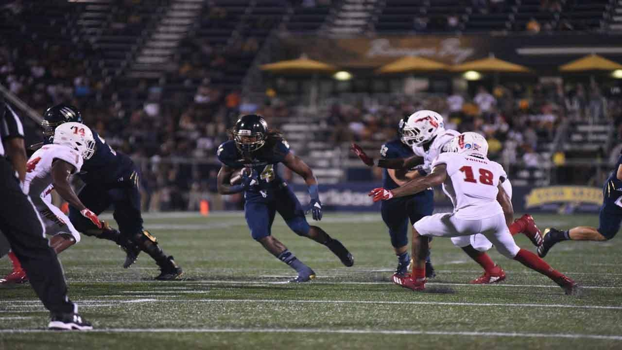 FIU Panthers running back D'Vonte Price runs vs FAU Owls in 2018