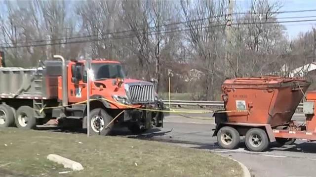 wayne county road workers hurt_1490286995963.jpg