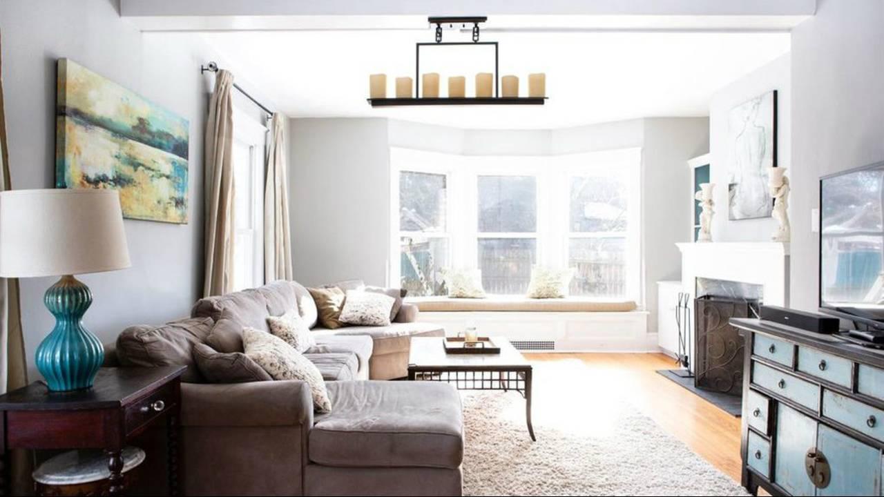 2012 Washtenaw Ave living room