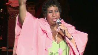 Judge to allow use of handwriting expert for Aretha Franklin's will