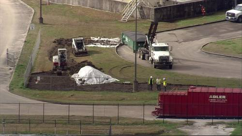 Crews work to clean 64,000 gallon jet fuel spill near Hobby Airport