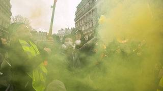 Yellow Vest protesters to be banned from Champs Elysées