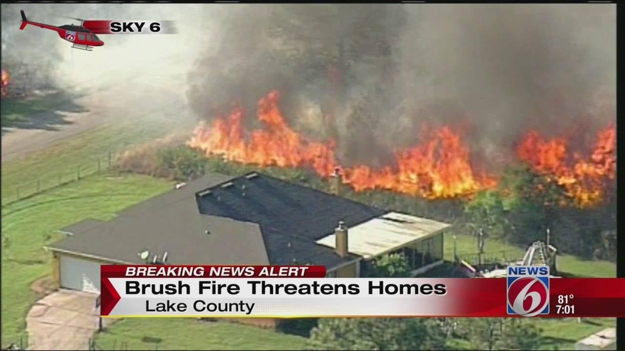 Brush fire threatens homes20160407231325.jpg