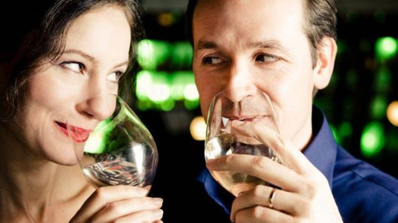 middle-aged couple drinking wine on date_860909283795502