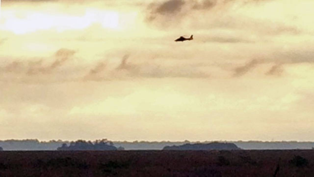 Helicopter searches for plane_25151558