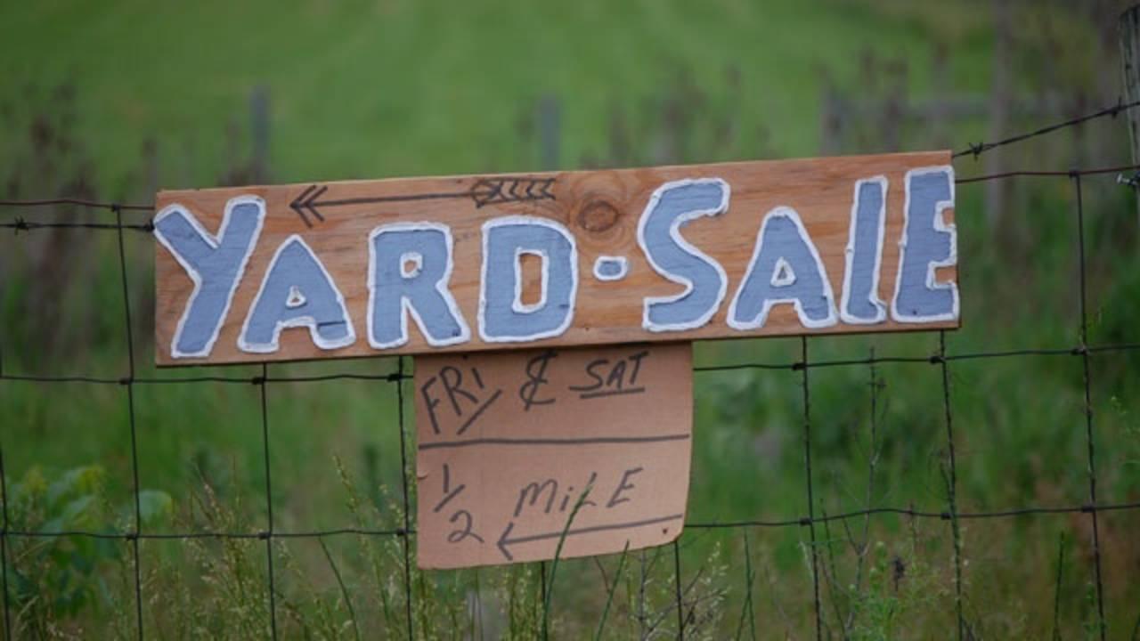 yard sale sign garage_347225614024114