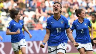 Italy ends nearly 30-year drought at World Cup, joins England in round of 16