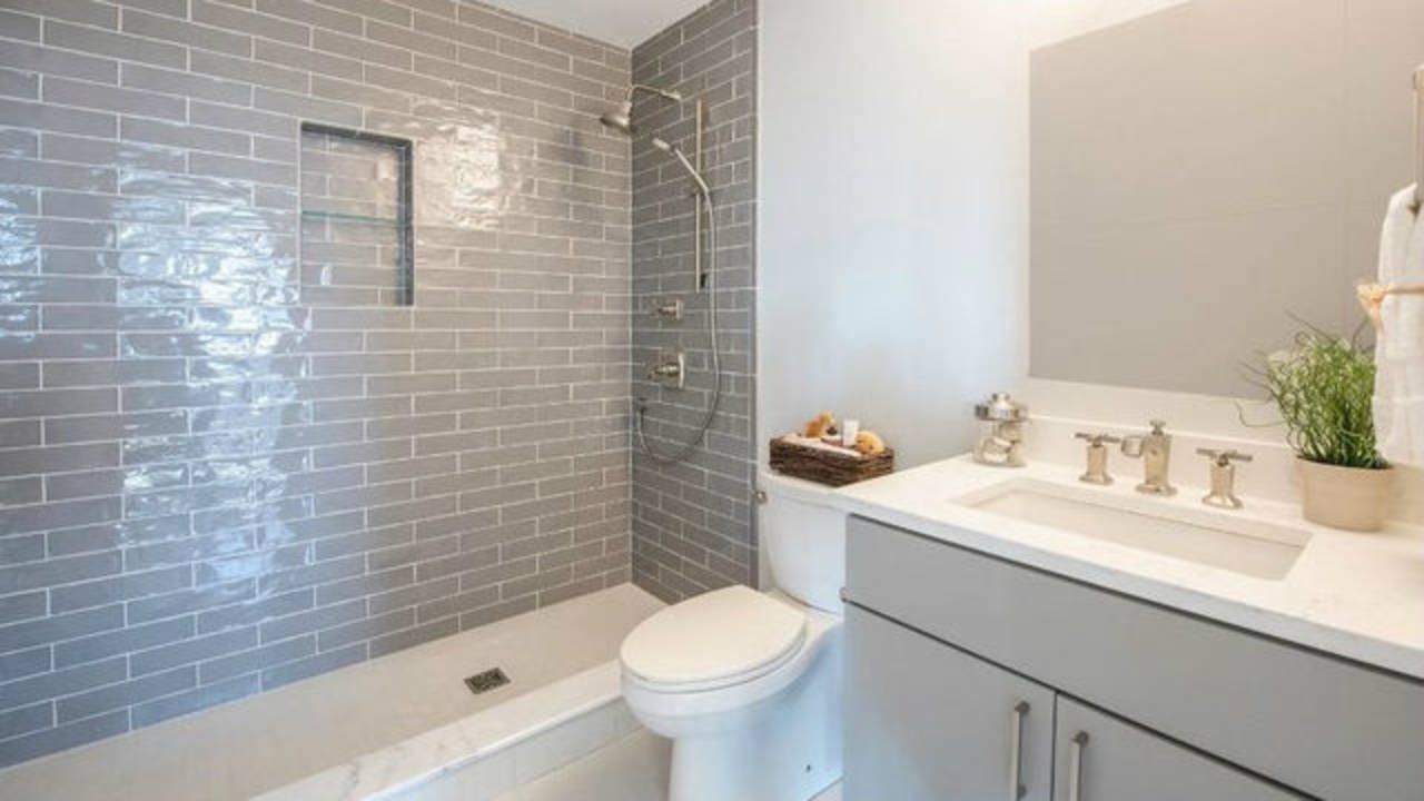 103 W Davis bathroom