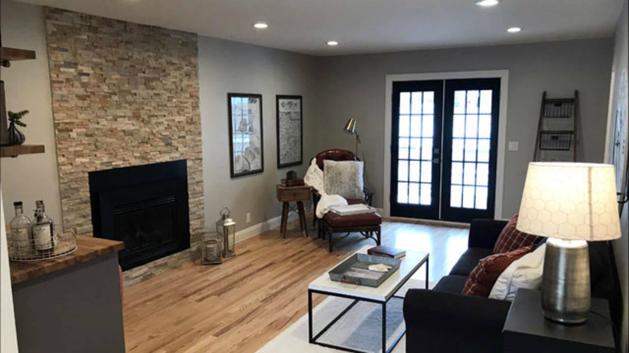 2146 Mershon Dr living room