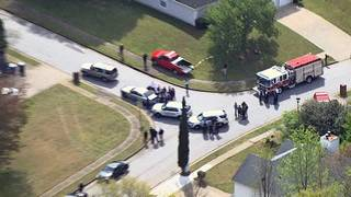 3 people killed, 2 officers hurt in standoff at Georgia home