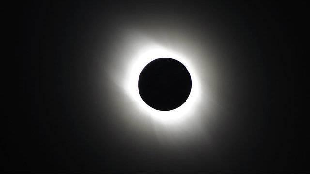 solar-eclipse-GETTY_072717-509126132-509126132.jpg