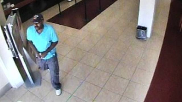 Robber leaving Tamarac bank with cash