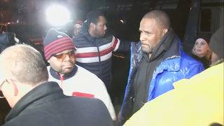 R. Kelly turns himself in to Chicago police after being indicted on&hellip&#x3b;