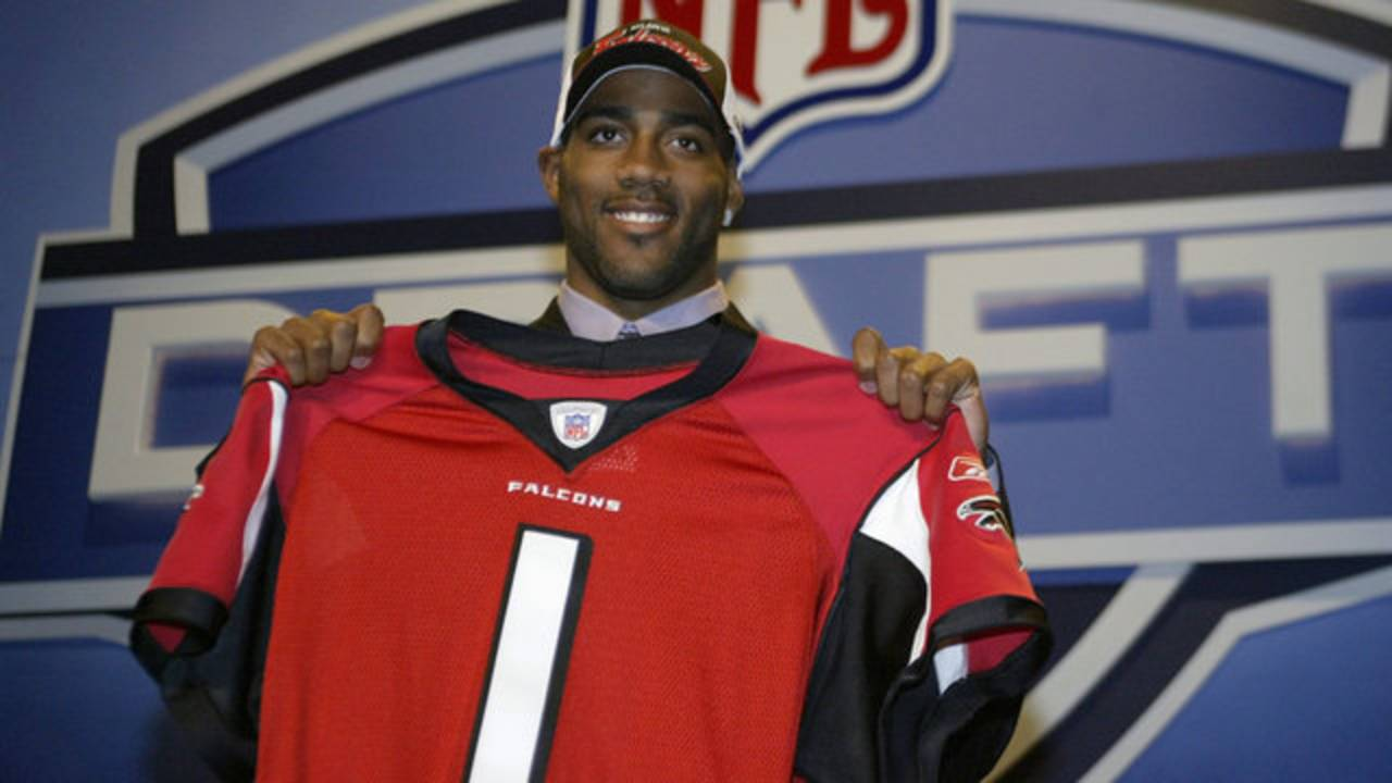 DeAngelo-Hall-draft-day_1526335612624.jpg
