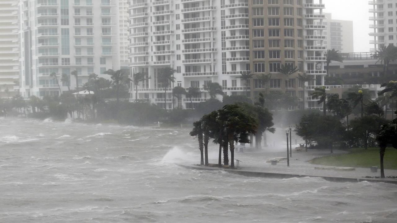 HurricanePreparationsFlorida.jpg